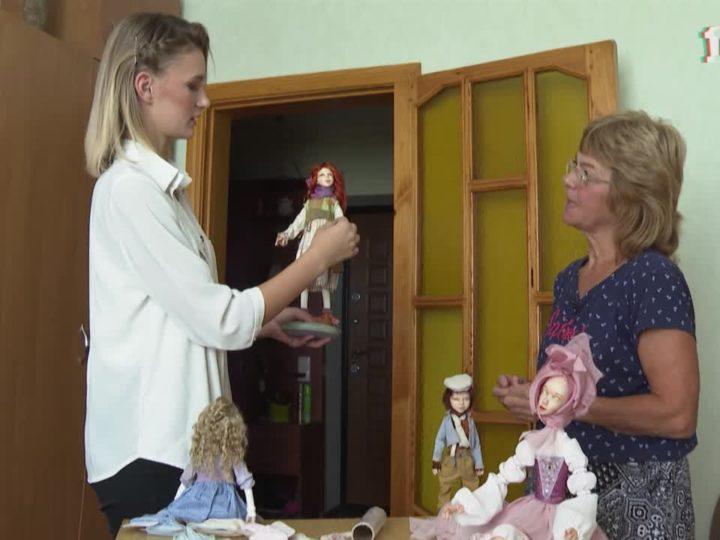 Жительница Симферополя создаёт куклы ручной работы