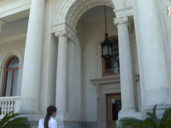 Ливадийскому дворцу-музею презентовали 100 картин Эмануила Бернштейна