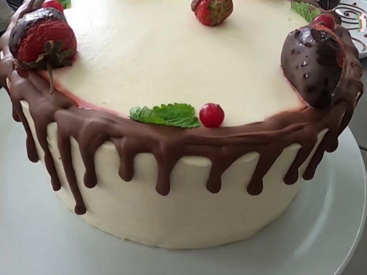 Сегодня День американского шоколадного торта. Как украшают популярную выпечку?
