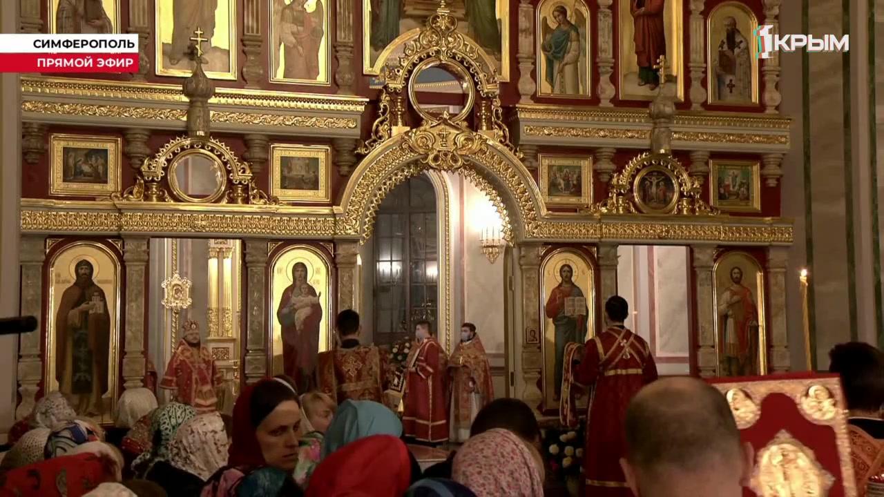 Прямая трансляция пасхального богослужения из кафедрального Александро-Невского собора